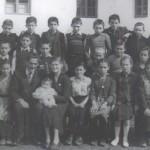 003 Misa drugi s desna u srednjem redu u osnovnoj skoli 1954.sa uciteljem Slavkom Mirkicem