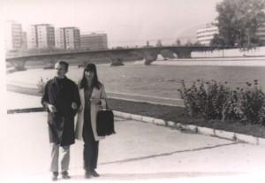 048 Misa i Marija u Skoplju na obali Vardara